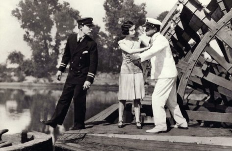 Buster Keaton loves Marion Byron, despite her father. Image: Music at the Red Door