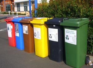 recycling-bins-373156_640